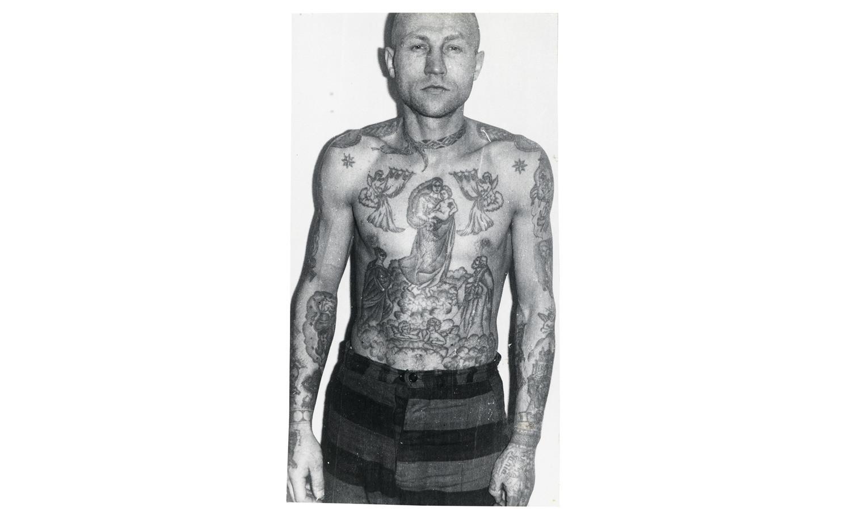 Татуировки на плечах значение 156