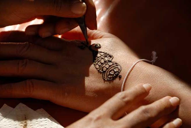 Как делается временная татуировка в салоне
